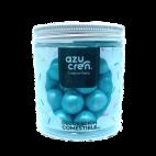 Bolas azul claro de azúcar, chocolate y cereales